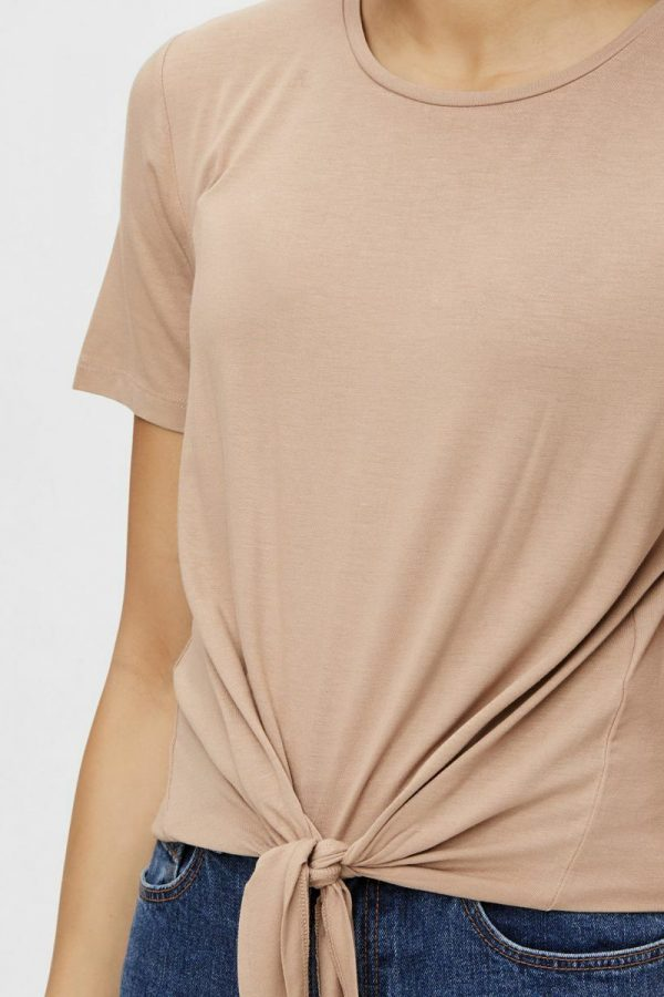 CAMISETA PIECES CON NUDO CAMEL